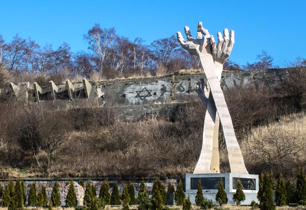 Генеральный прокурор России назвал кощунством отель у мемориала жертвам Холокоста