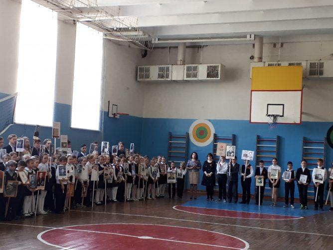 Освободители Аушвица в Бессмертном полку в Гимназии № 33 Костромы