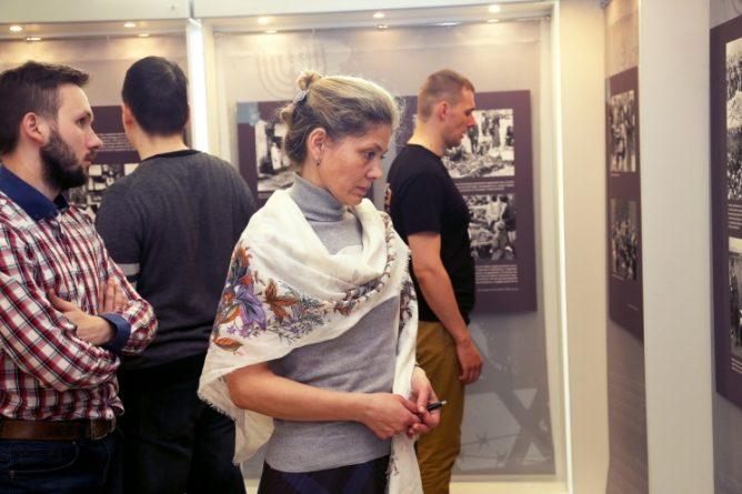 Философский клуб и сотрудники Исторического музея провели встречу на выставке «Холокост»