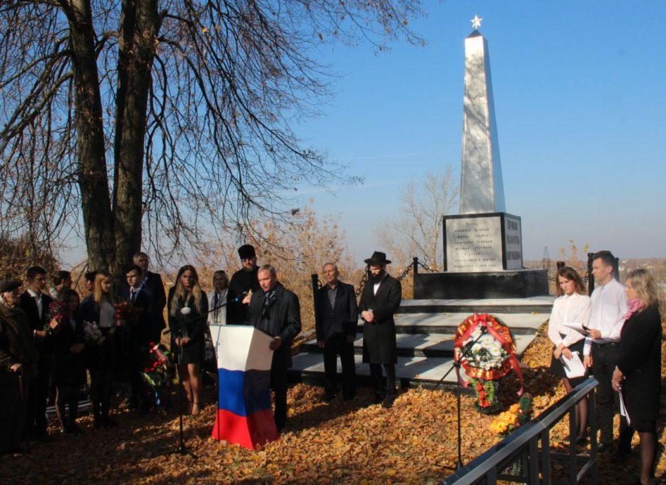 В Рославле открыли обновленный памятник жертвам фашизма