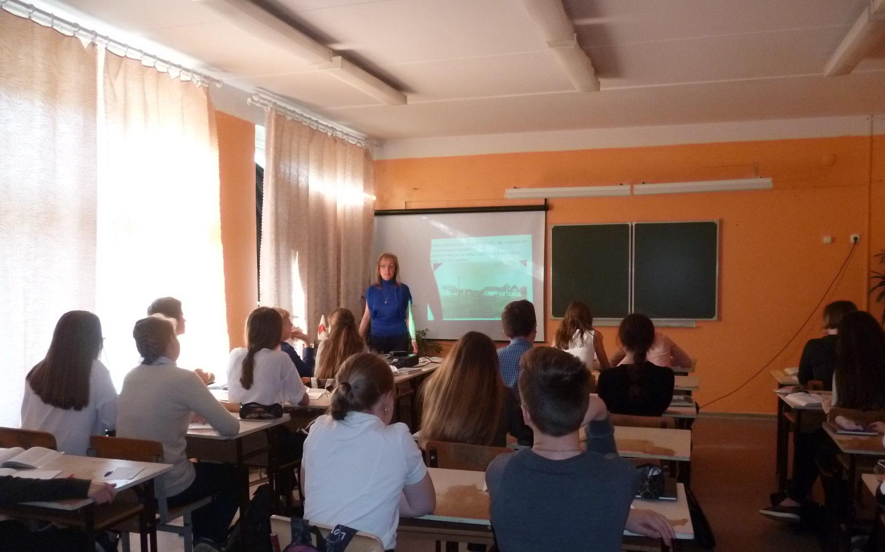 Школьники Вологды почтили память участников восстания в Собиборе