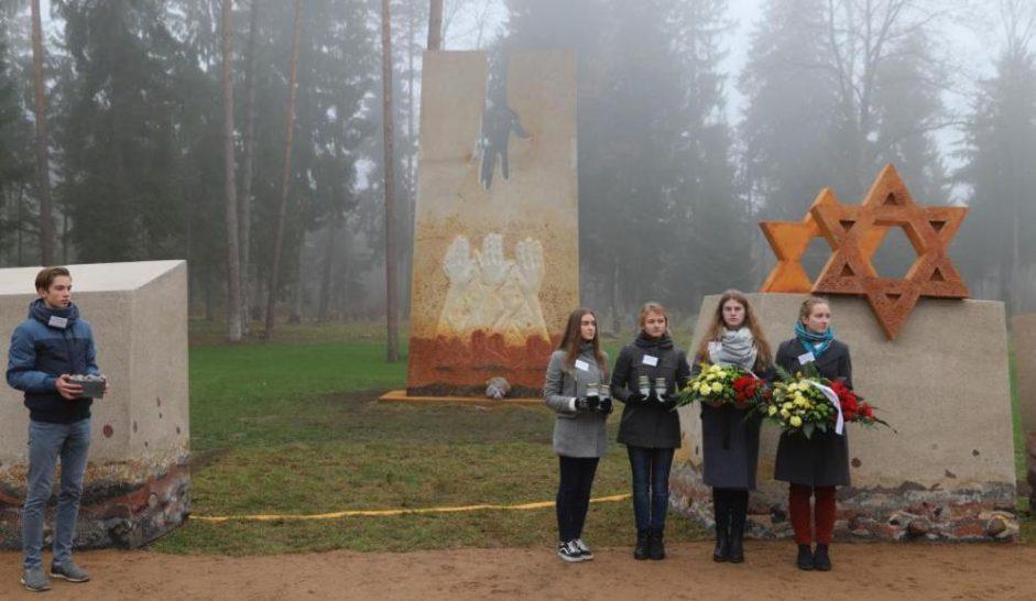 Под Каунасом открыли мемориал жертвам Катастрофы