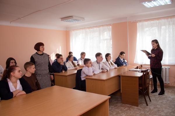 Участница конкурса «Память о Холокосте — путь к толерантности» провела классный час в гимназии Таганрога