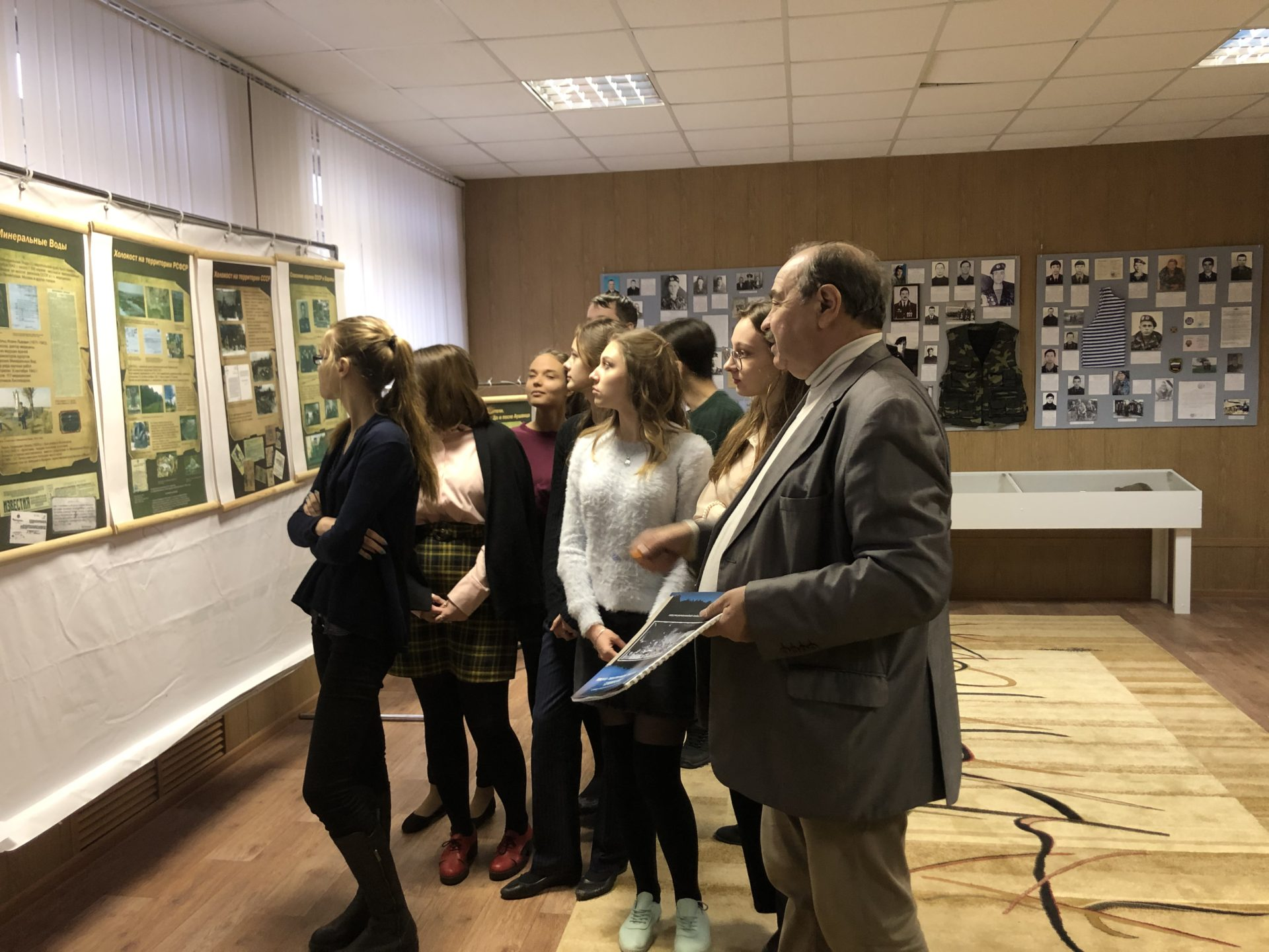 Выставка: «Холокост: уничтожение, освобождение, спасение» — в Центре образования № 13 города Тамбова