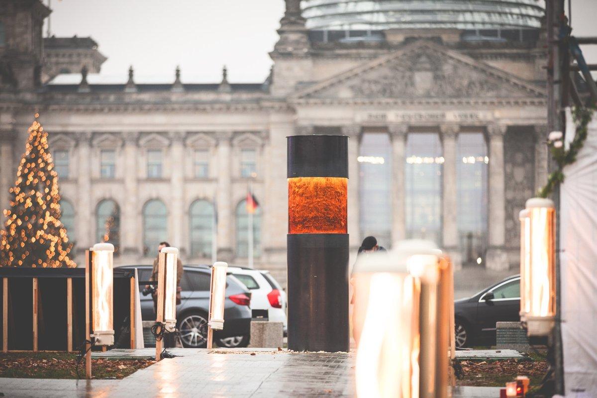 Искусство, политическая акция или надругательство над жертвами Холокоста?