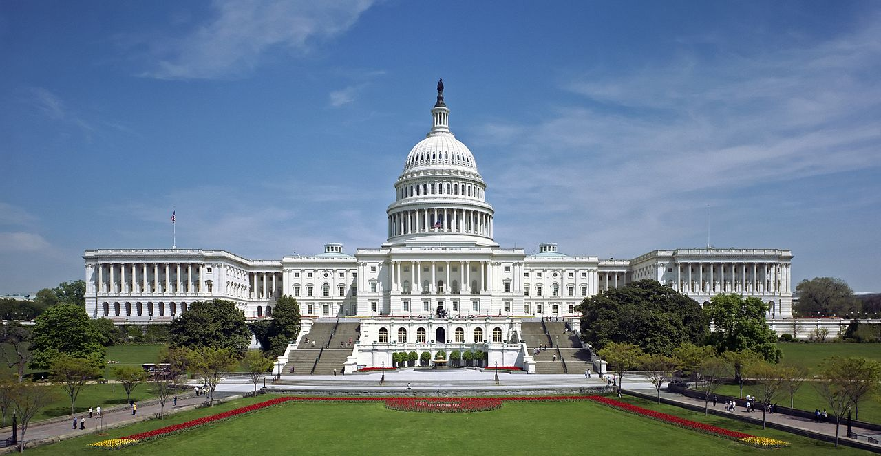 Сенат США принял закон об образовании «Больше никогда»