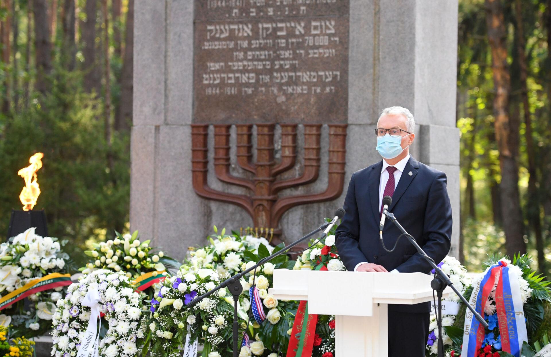 Президент Литвы признал, что евреи погибли «и от рук литовцев»