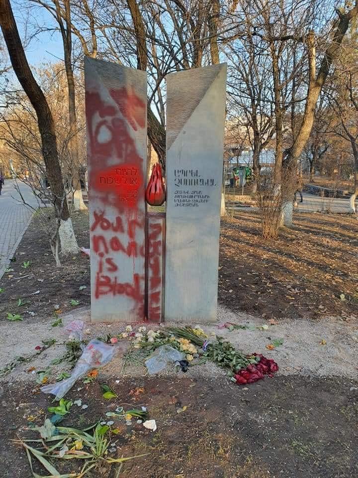 Памятник жертвам Холокоста и геноцида армян осквернён в центре Еревана