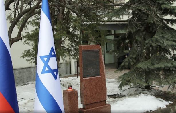 Алла Гербер зажгла свечу памяти на открытии памятника в Москве