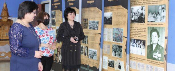 Выставка в библиотеке села Ребриха (Алтайский край)